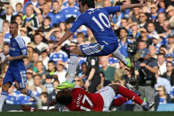 El español Juan Mata, a los 80', empató a 3. Increible duelo se vivió.
