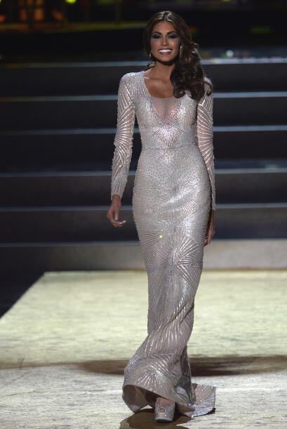 En la etapa de vestidos de noche, la venezolana tuvo que cambiarlo y usa...