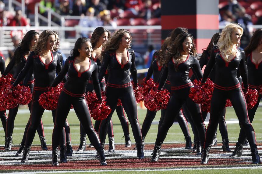 Las cheerleaders de los 49ers lucieron nuevamente estos hermosos diseños...