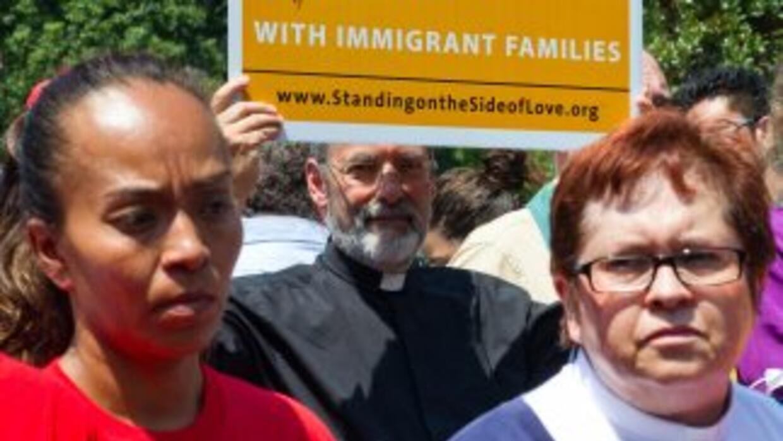 Más de 11 millones de inmigrantes indocumentados llevan un promedio de 1...