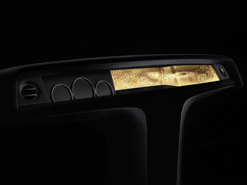 Dios salve al rey: este es el nuevo Rolls-Royce Phantom VIII SIDE_THORST...
