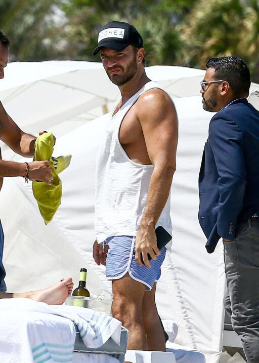 El martes, el actor y empresario Julián Gil puso fin a su día de relajac...