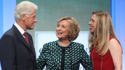 Los Clinton pronto serán abuelos. Chelsea espera a su primer bebé.