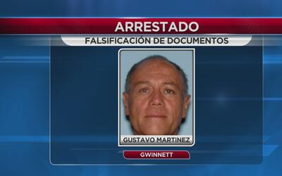 Bajo arresto por falsificar documentos