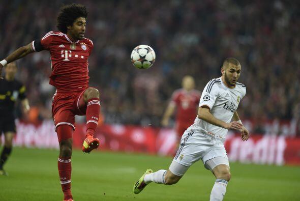 Dante (4): El central brasileño sufrió como toda la defensa de su equipo...
