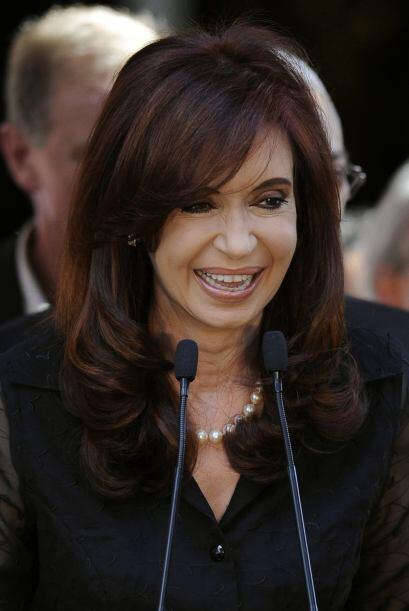 En su país vecino, Argentina, otra mujer lleva las riendas de la...
