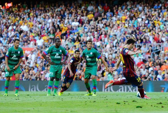 Penalti a favor del Barcelona y Mesis era el futbolista que cobraría el...