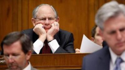 Mike Castle, representante, busca el lugar que dejó vacante en el Senado...