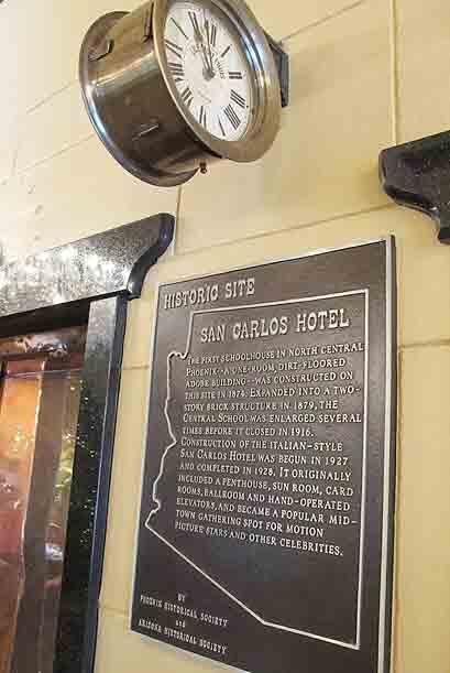 En 1927 el lugar fue convertido en el Hotel San Carlos, donde, dicen, ca...