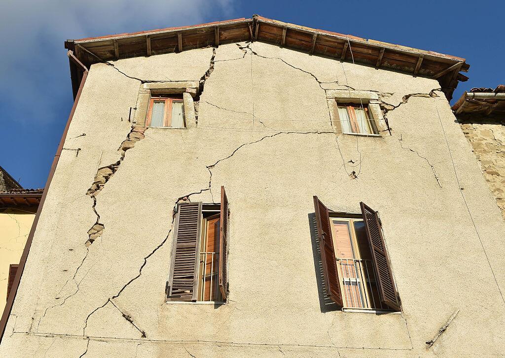 Potente terremoto estremece el centro de Italia y Roma arcuata3.jpg