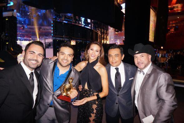 Argy junto a los ganadores del premio Artista Duranguense del Año - cate...