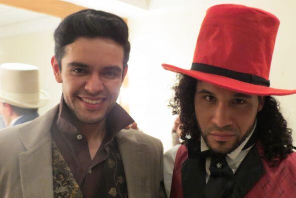 """Espiridión con Frank """"Tiko"""" caracterizados para el musical de """"The Boxtr..."""