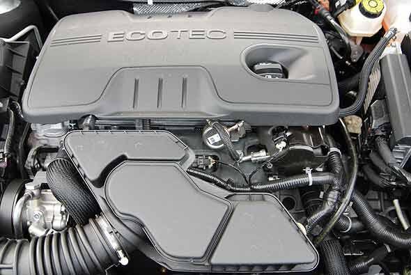 El motor cuatro cilindros 2.4 litros Ecotec de inyección directa produce...