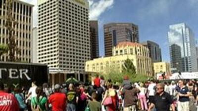 La comunidad hispana se reunió para celebrar en el centro de la ciudad.