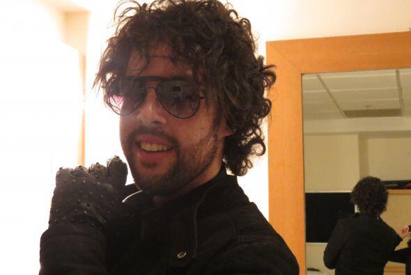 Durante los ensayos de la gala 10, el boricua nos mostró su look rockero.
