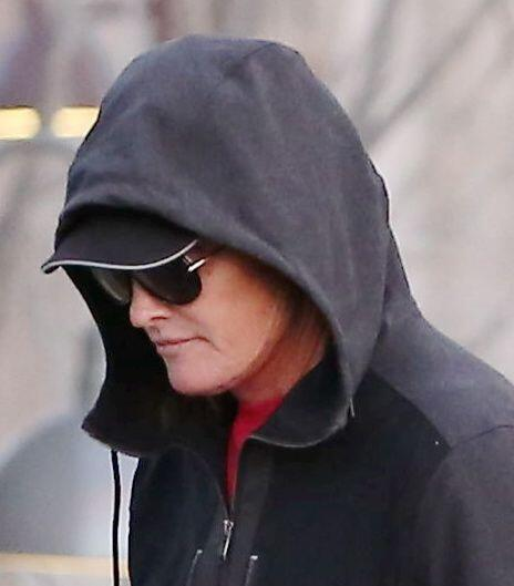 Los paparazzi le tienen marca personal a Bruce Jenner.