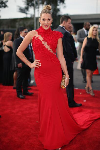 Colbie Caillat lució un lindo escote. El vestido de Ezra Santos tenía un...