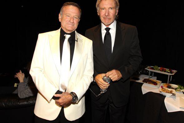 El comediante Robin Williams mide 6 pulgadas, pero aún así es más bajito...