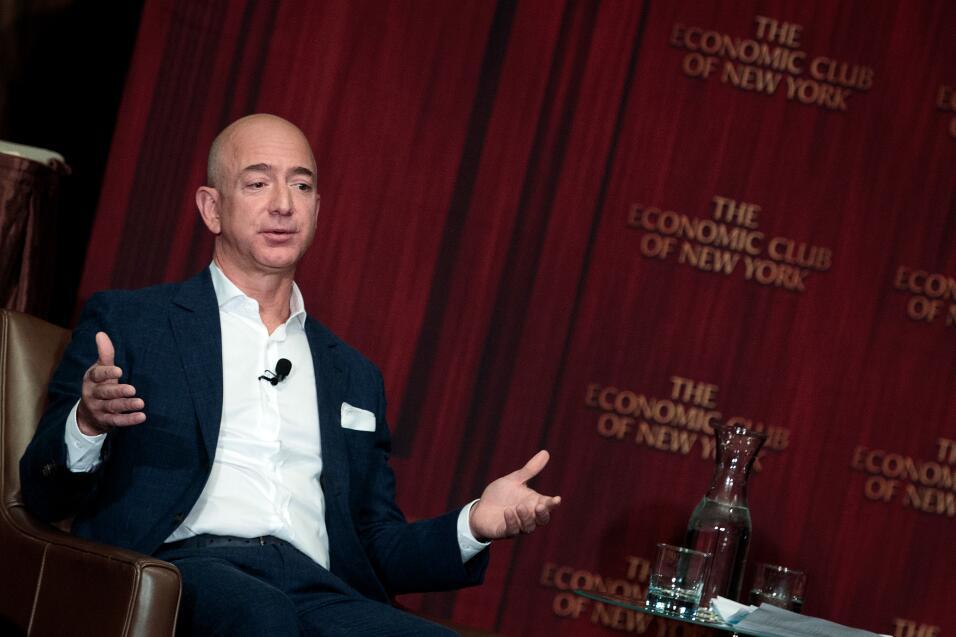 #5: Jeff Bezos, fundador y director ejecutivo de Amazon. Fortuna estimad...