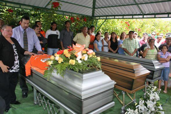 El hombre de 46 años falleció en un accidente automovilístico cuando reg...
