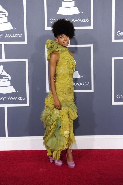La talentosa Esperanza Spalding apareció vestida como 'pepinillo' con un...