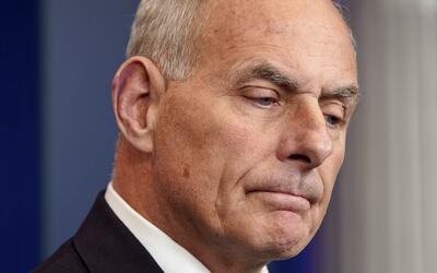 El jefe de gabinete de la Casa Blanca, John Kelly, frenó sus pala...