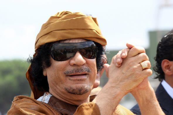 Al día siguiente los rebeldes libios asesinaron al dictador Muammar Gadd...