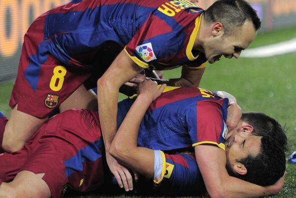 Pedro se encontró con el balón que no contuvo Iker y simplemente mandó e...