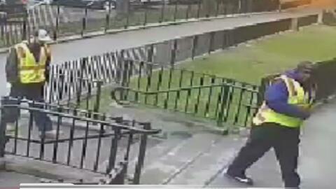 La policía busca dos hombres que se hicieron pasar por trabajadores del...