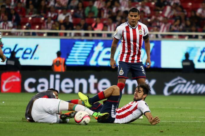 El campeón no sabe ganar: Chivas y Necaxa reparten puntos 20170805_1894.jpg