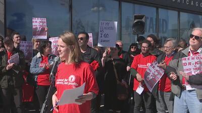 Alumnos y docentes exigen la renuncia del presidente de Columbia College en Chicago