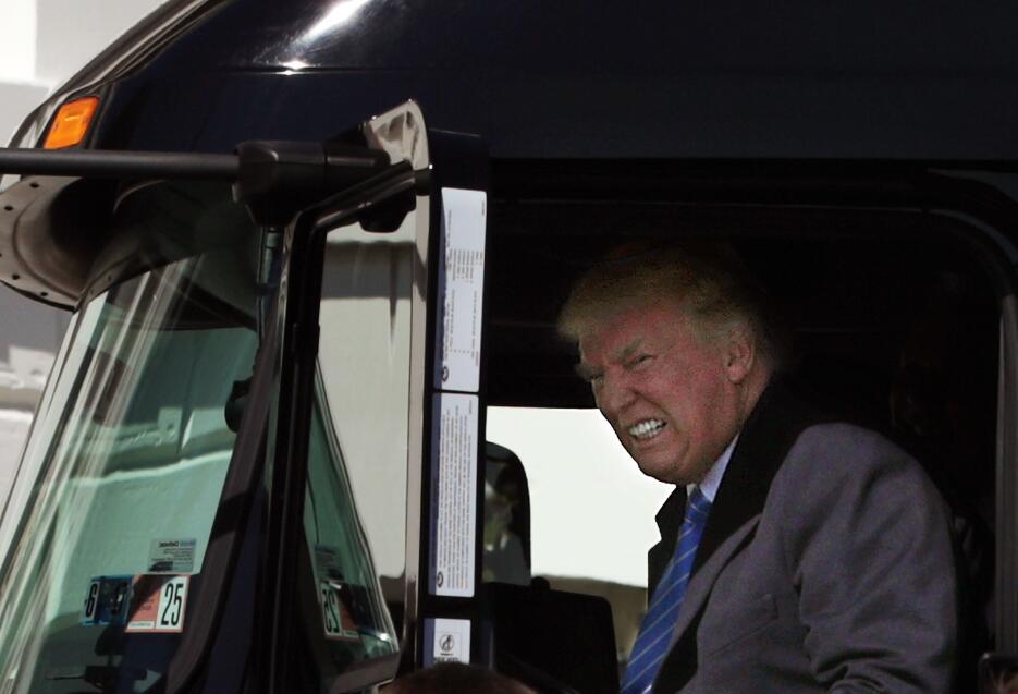 Trump juega con camiones de verdad GettyImages-656984930.jpg