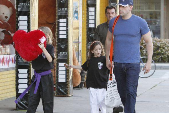 Los tres estaban muy felices de sus compras pero ¿Para quién serán?