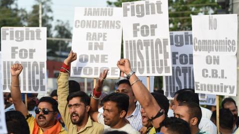 Ciudadanos de India protestan tras la violación y asesinato de una menor