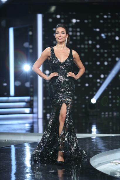 Las bellas lucieron espectaculares vestidos creados por los diseñadores...