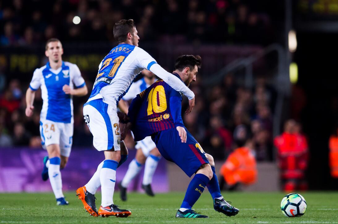 En fotos: Barcelona de récord con triplete de Messi gettyimages-94311980...
