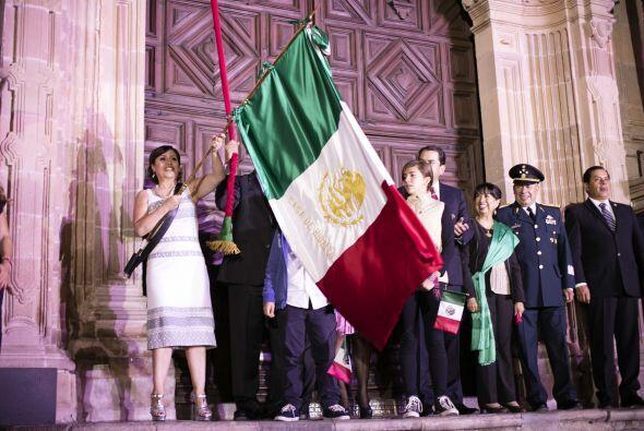 Rosario Robles fue la encargada de gritar, con la bandera de México en l...
