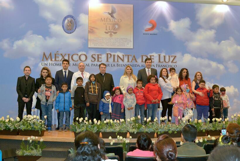 Así fue la llegada del Papa Francisco a México ANGELICARIVERAdiscoPapaOK...
