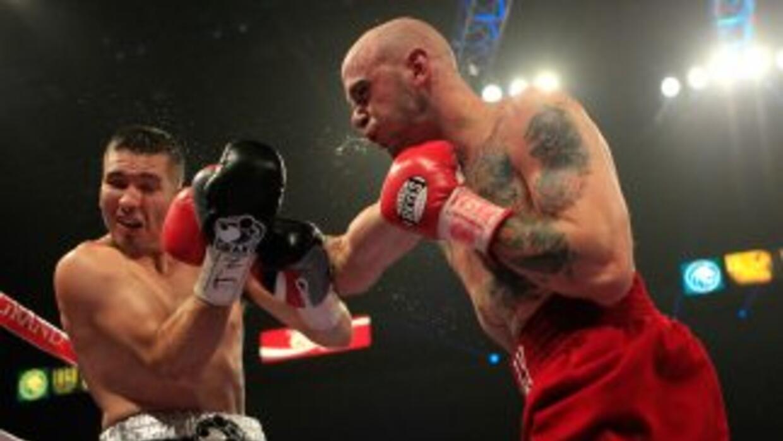 Kelly Pavlik dominó la segunda mitad de la pelea y se llevó el triunfo p...