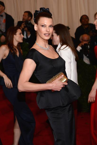 La supermodelo Linda Evangelista fue otra reina que eligió un bello dise...