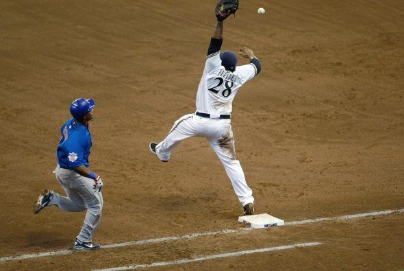 Prince Fielder demuestra que no solo es efectivo con el bat y se estira...
