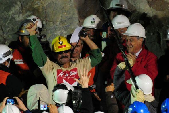 Piñera agradeció a Dios, los rescatistas y los propios mineros por el éx...