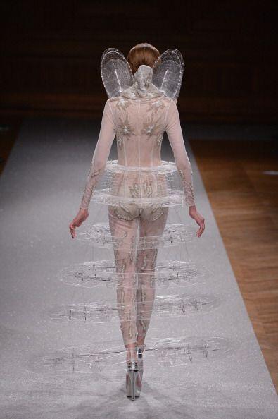 ¿Qué opinan de esto, angelito exiliado del paraíso por vestir mal? ¡Es l...
