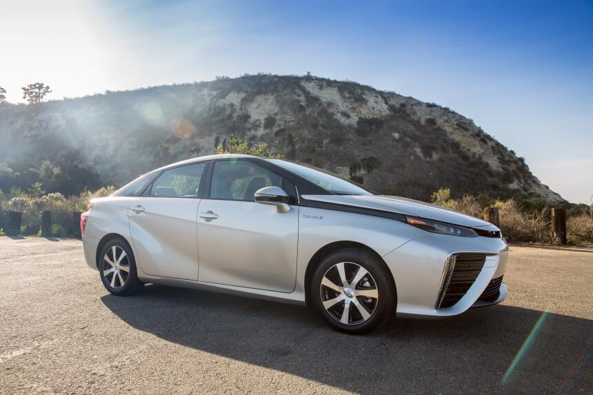 Limpios y potentes: Lo último en autos ecológicos 2016_Toyota_Mirai_052.jpg