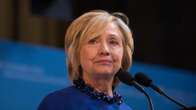 Hillary Clinton promete que luchará por un camino a la ciudadanía de inm...