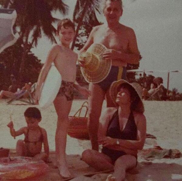 Julián Gil y su mamá.