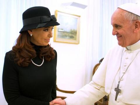 El papa Francisco y la presidenta de Argentina, Cristina Fernánde...