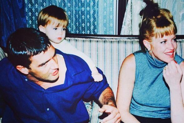 Aquí una foto junto a Stella, cuando eran una linda familia.