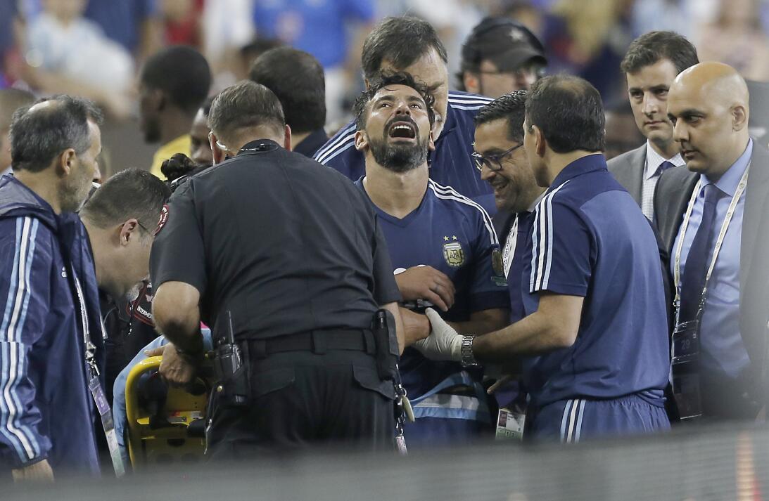 Lesiones escalofriantes en el fútbol mundial gettyimages-542033644.jpg
