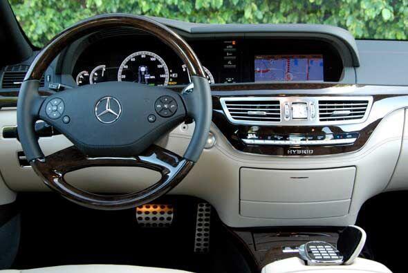 La cabina combina lujo y tecnología de punta en un ambiente sofisticado...